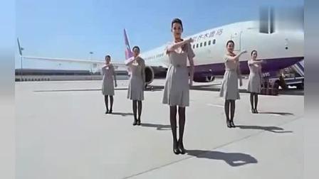 新疆美女空姐们, 机场平地火辣热舞