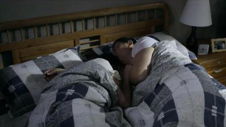 张嘉译小宋佳天大亮还赖床不起, 被他妈妈催着起床