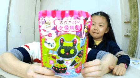 """试吃日本食玩""""巧克力小兔拼图"""", 把巧克力融化后制作, 超简单"""