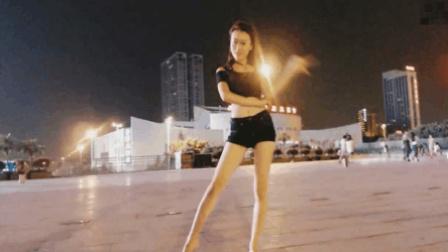 滢滢广场性感热舞《因为红》