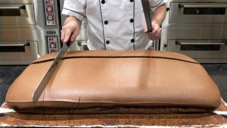 """刚出炉的""""巧克力蛋糕"""", 一刀下去, 叫人流口水!"""