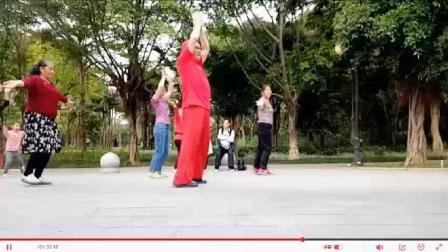 网红广场舞大叔公园健身时, 跳健身操《踏浪》引游园游客一起健身和观看网友点赞