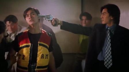 小混混有眼不识泰山, 竟敢砸黑帮大哥的场子, 大哥及时赶到, 这下有好戏看了