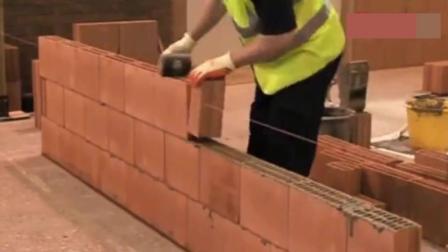 外国人建房新技术, 这砌砖效率逆天了, 第一次见这样修房子的