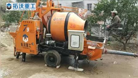 拓沃重工搅拌拖泵T9在湖北黄冈市罗田县进行楼面施工