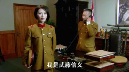 面对着想要处理自己的日本上司, 川岛芳子用身体征服他