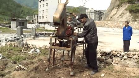 """60岁农村大叔发明""""铁牛流马"""", 要是用来耕地肯定赚翻了"""