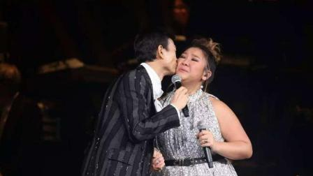 郑少秋与女儿同台演唱《花心》全场观众掌声不断!