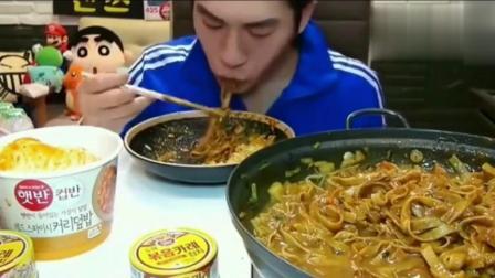 韩国吃播大胃王奔驰小哥吃一部队锅中国宽粉, 看完食欲大开!