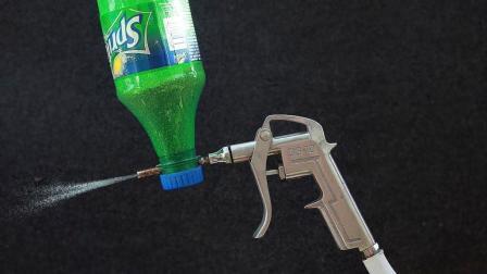 牛人将废旧饮料瓶改成高压喷砂抢, 一秒除锈连易拉罐都被穿透!