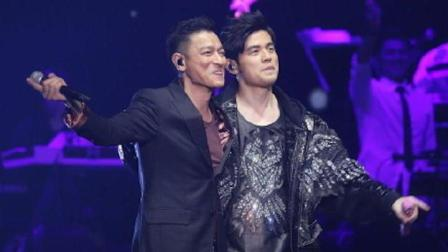 周杰伦香港演唱会与刘德华同台合唱《浪子心声+忘情水》, 现场粉丝太幸福了