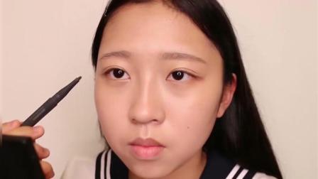 韩国高中女生不化妆遭同学排挤, 化了个淡妆, 一秒变校花