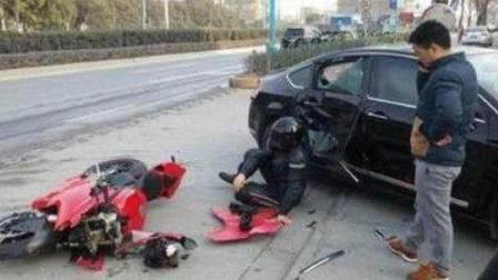r玛莎拉蒂撞上了这辆网红摩托车, 车主大怒, 这摩托车你可赔不起!