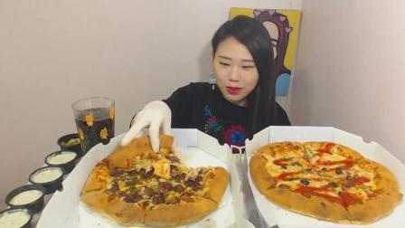 韩国大胃王卡妹吃两个超大的大蒜烤牛肉比萨