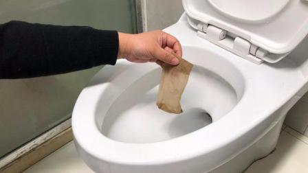 马桶又脏又臭, 一只旧丝袜扔进去, 马桶不刷都没有臭味, 太实用了