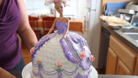 这个芭比公主蛋糕是用奶油做的, 比翻糖不知道漂亮多少!