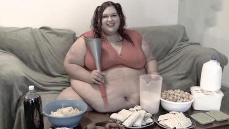 24岁女孩体重1300多斤,每天饭量惊人,却能生下孩子