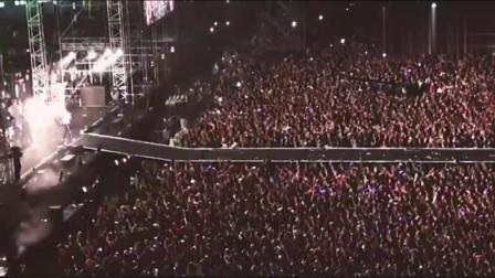 这样的演唱会谁敢去, 简直就是恐怖! 人像蚂蚁一样多