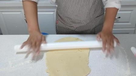 糖霜饼干制作(十五): 把面团擀成圆片状