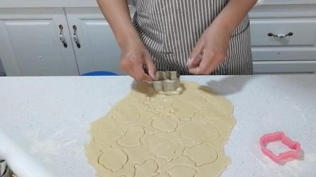糖霜饼干制作(十六): 用喜欢的饼干模具进行切割