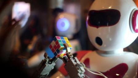 韩国人4.59秒创复原魔方世界纪录, 机器人: 我只要0.38秒!