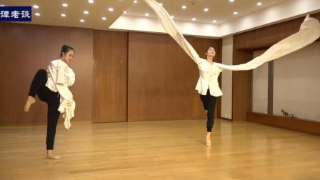 北京舞蹈学院双人古典舞《思凡》表演, 水袖的功底不一般!