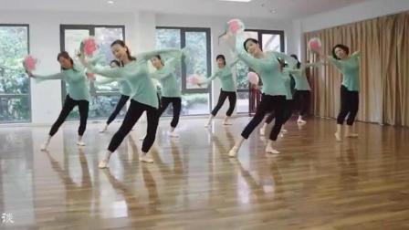 一群业余爱好舞蹈的妈妈表演的中国古典舞《茉莉花》, 用心才最美