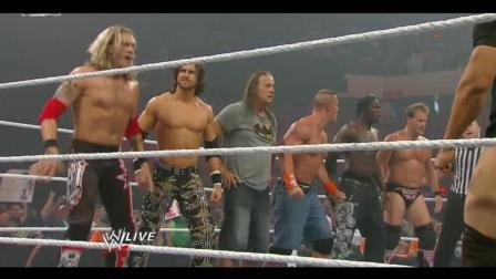 WWE: 塞纳军团直接把对手打跑, 观众也下手了