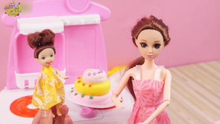 玩具梦工厂 芭比娃娃 小芭比娃娃给妈妈做生日蛋糕 小芭比给妈妈做生日蛋糕