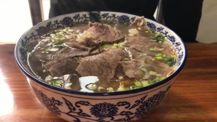 这才是真正的兰州拉面! 表面铺满了牛肉, 吃起来那叫一个爽