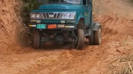 老司机开货车上坡上不去, 这手法厉害了!