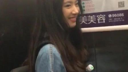 电梯偶遇一个小姐姐, so……我看中了她的书包