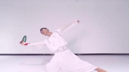 男神的古典舞《故梦 》表演, 这样的舞蹈气场, 一般女人都比不过