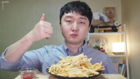 韩国ASMR吃播: 大叔吃一盘炸薯条, 直接大把抓这吃