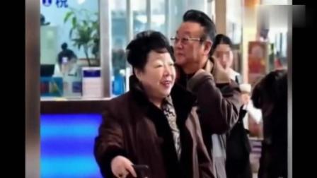 70岁蒋大为近况, 两鬓斑白出行需人搀扶, 疑欠债数百万遭追债!