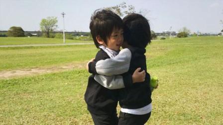 林志颖娇妻陈若仪晒双胞胎儿子照片, 兄弟俩日常玩耍竟如此有爱