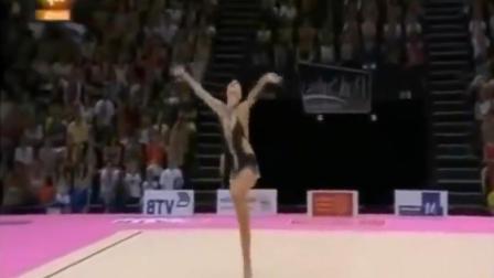 世界上最尴尬的女子体操运动员, 失误后脸上写了一个囧! 笑死人