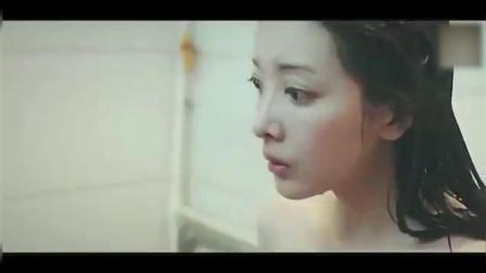 美女洗澡中, 接下来发生的一幕, 把美女吓愣了!