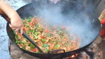 农村喜宴灶台大锅辣椒炒肉, 没有3年以上功力炒不出来这么香!