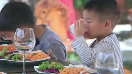 包文婧给其他妈妈做大餐, 意大利面和酸奶慕斯这么好吃还不来看看