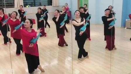 古典舞《芙蓉雨》, 跳舞的人不会老, 专业的训练就是不一样