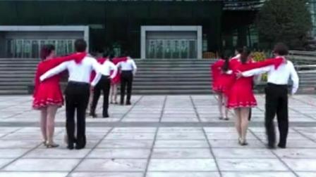 广场交谊舞 三步踩, 青春有活力!