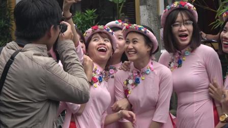 越南这个国家女多男少, 走在街上看到女大学生拍照, 真的好养眼