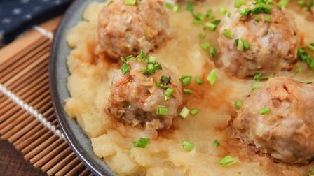 一道菜荤素主食都有了 土豆泥蒸丸子全家都爱吃