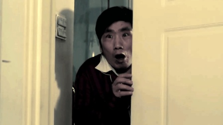 小偷既然不怕警察却怕它, 男主话一落, 吓得纷纷逃窜!