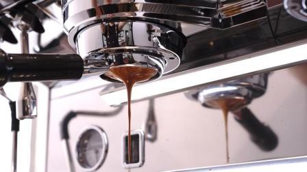 意式咖啡机萃取咖啡瞬间! 网友: 隔着屏幕都闻到咖啡香了