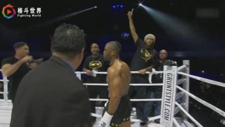 西蒙·马库斯4记重拳将对手打的站着昏迷, 创造站立KO纪录