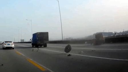 事故警世钟: 面包车追尾大货车, 车轱辘都撞掉了, 太惊险了317期