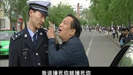 奔驰男嚣张酒驾, 被交警拦下还敢打人, 简直太嚣张!