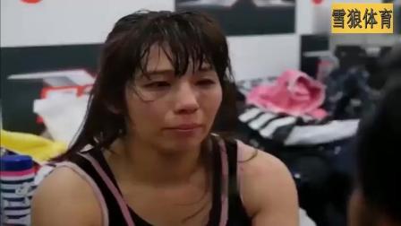 这个日本女拳手估计毁容了, 被中国女王跳膝下颚直接KO, 险些丧命